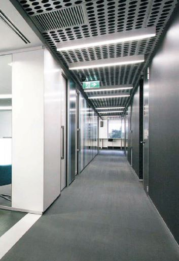 linear_LED_Suspended_corridor